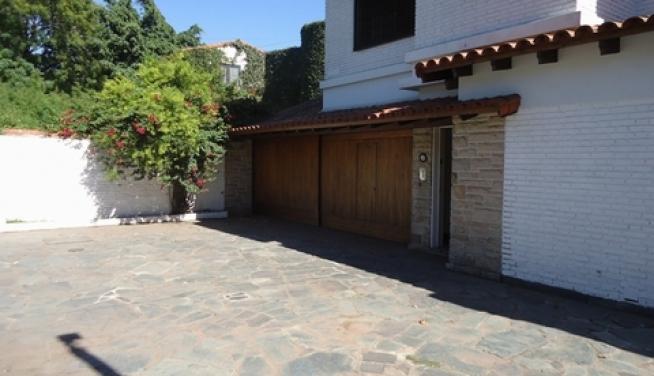 Venta excelente casa 6 ambientes con jardin quincho y for Jardines 6 san isidro