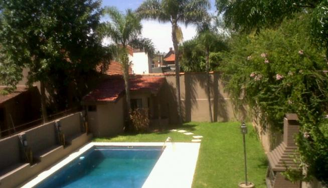 Alquiler excelente casa 4 ambientes con jard n pileta y for Parrillas para casa de playa