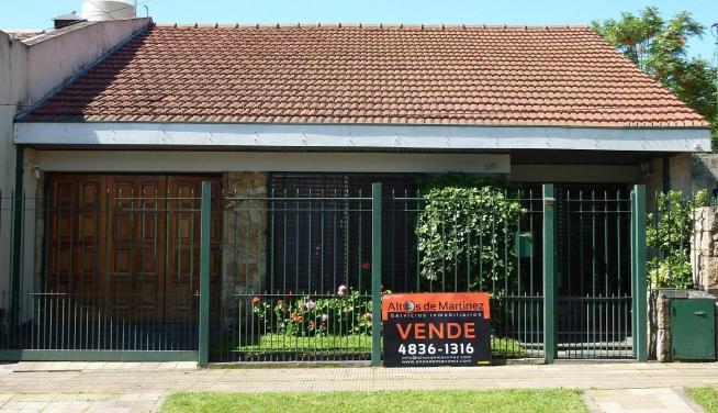 Venta Impecable Casa 4 Ambientes Con Cochera Y Patio En
